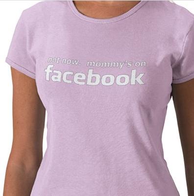 Nicht jetzt. Mommy's On Facebook T Shirts von Zazzle.de_1261143125109